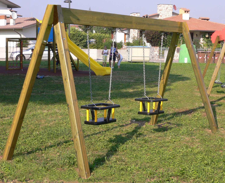 Nuovi giochi e panchine ecologici per i giardini di massa for Prezzo per costruire un garage